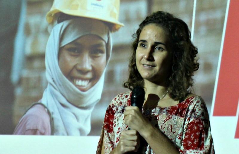 Marina Gurgel, da Internacional de Trabalhadores da Construção e Madeira, durante apresentação