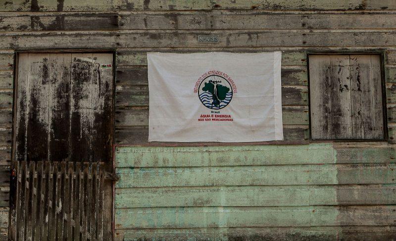 Casa com bandeira do Movimento dos Atingidos por Barragem em Palmital. Foto: Lilo Clareto