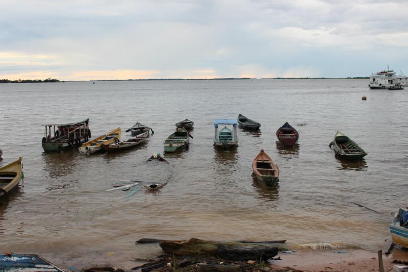 Barcos em Santarém, onde os quilombolas levam seus peixes para a venda. Foto: Mikaell Carvalho/Repórter Brasil