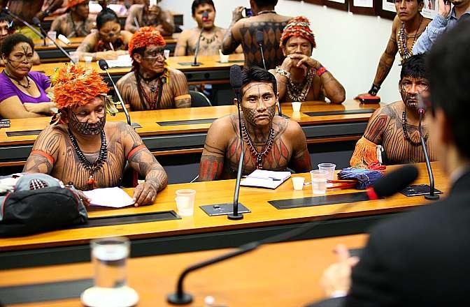 Indígenas em comissão na Câmara dos Deputaods. Foto: Agência Cãmara