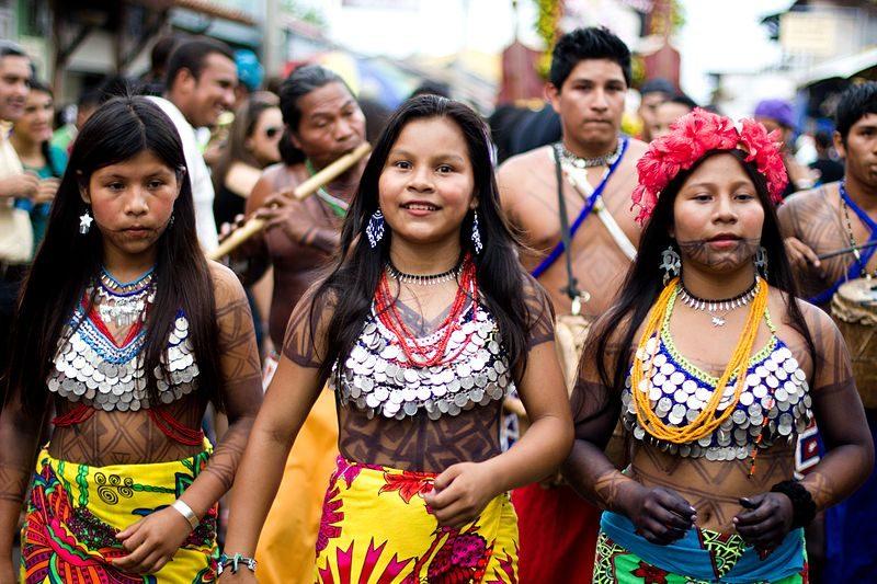 Indígenas da Etnia Emberá, que conseguiram a consulta prévia em caso de usina hidrelétrica. Foto: Ayaita/Wikimedia