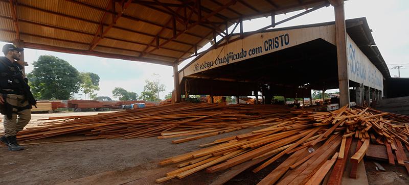 """Um dos novos nomes da """"lista suja"""" é o da serraria M. A. de Sousa Madeireira, no interior do Pará, onde foram libertados cinco madeireiros. Fotografia: Lunaé Parracho"""