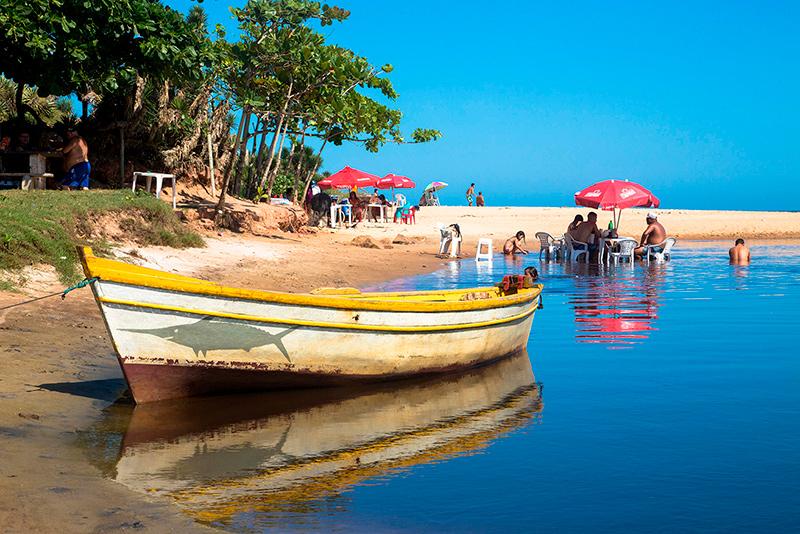 Kennedenses aproveitam a praia em Marobá, Presidente Kennedy. Foto: Gustavo Lousada/Repórter Brasil