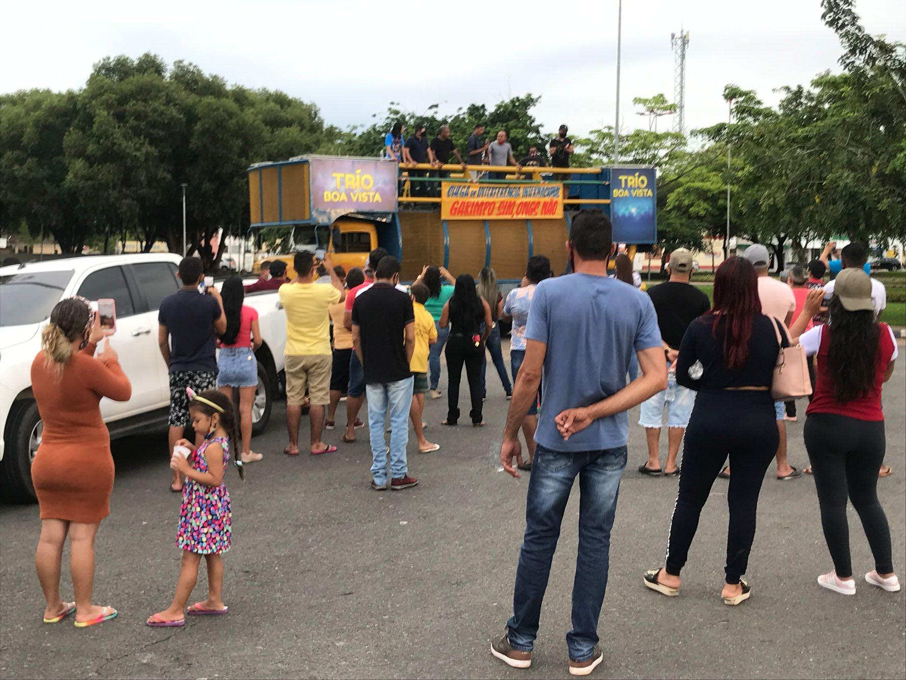 Manifestação de garimpeiros em terras indígenas no Centro Cívico de Boa Vista