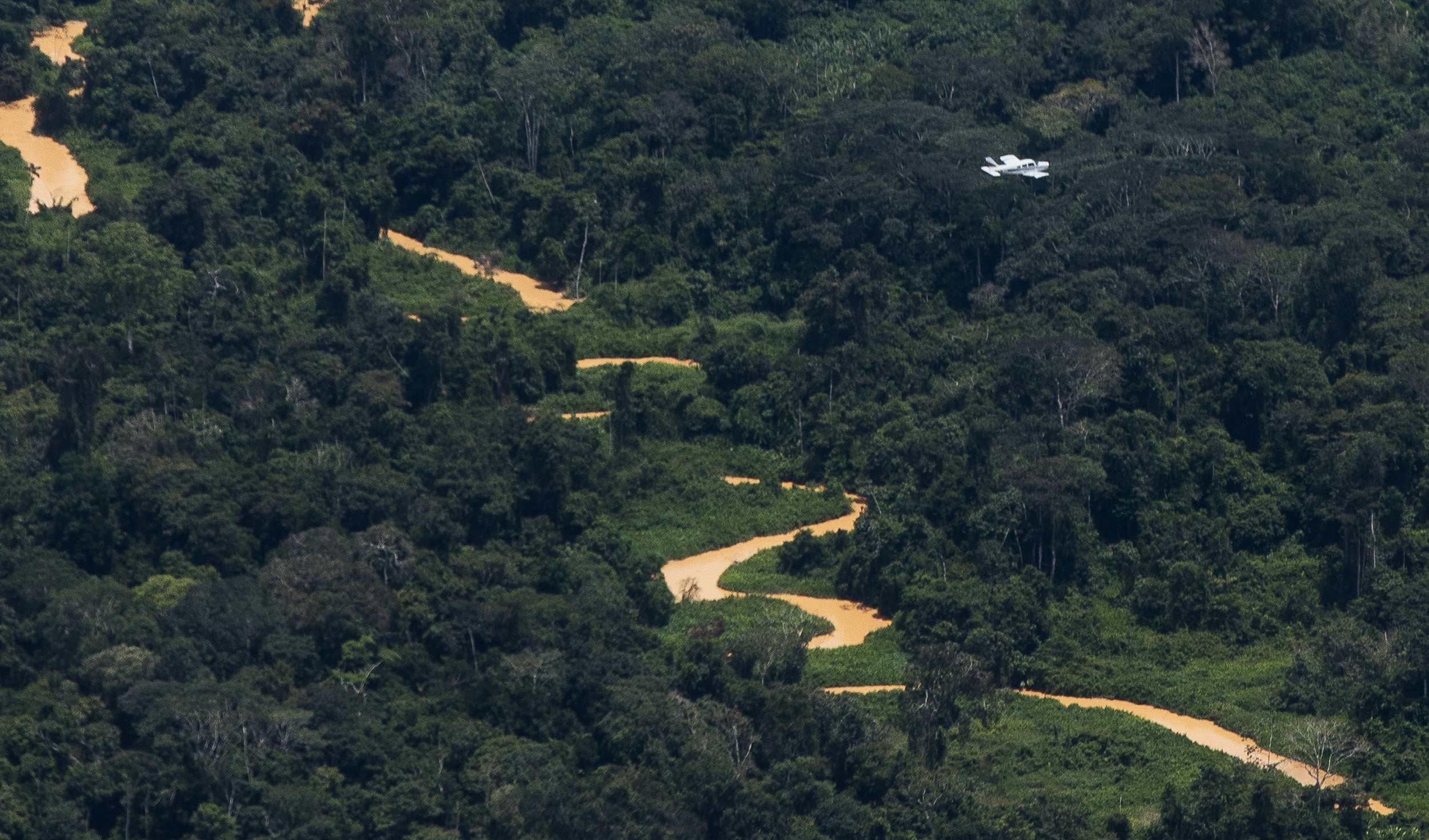aeronaves sobrevoam garimpo na TI Yanomami